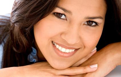 顔の印象を決定付ける歯の色