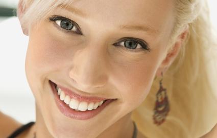 すでに歯茎が黒くなってしまっている場合の治療法